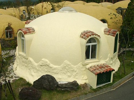 dome house 1 Prefab Styrofoam Dome House Futuristic Japanese design